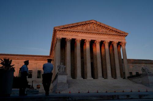 http://www.dailynews-update.net/debat-pakar-mengurangi-kekuasaan-mahkamah-agung-untuk-menolak-hukum/