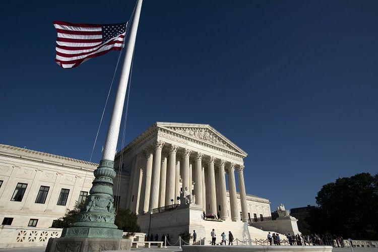 Debat Pakar Mengurangi Kekuasaan Mahkamah Agung Untuk Menolak Hukum